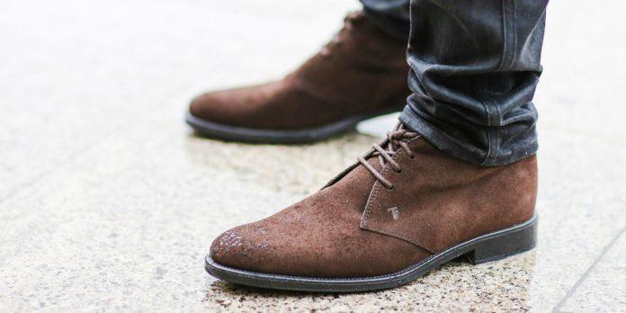 Sepatu berbahan Suede