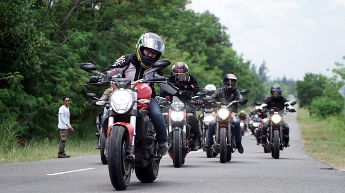 Touring dengan motor