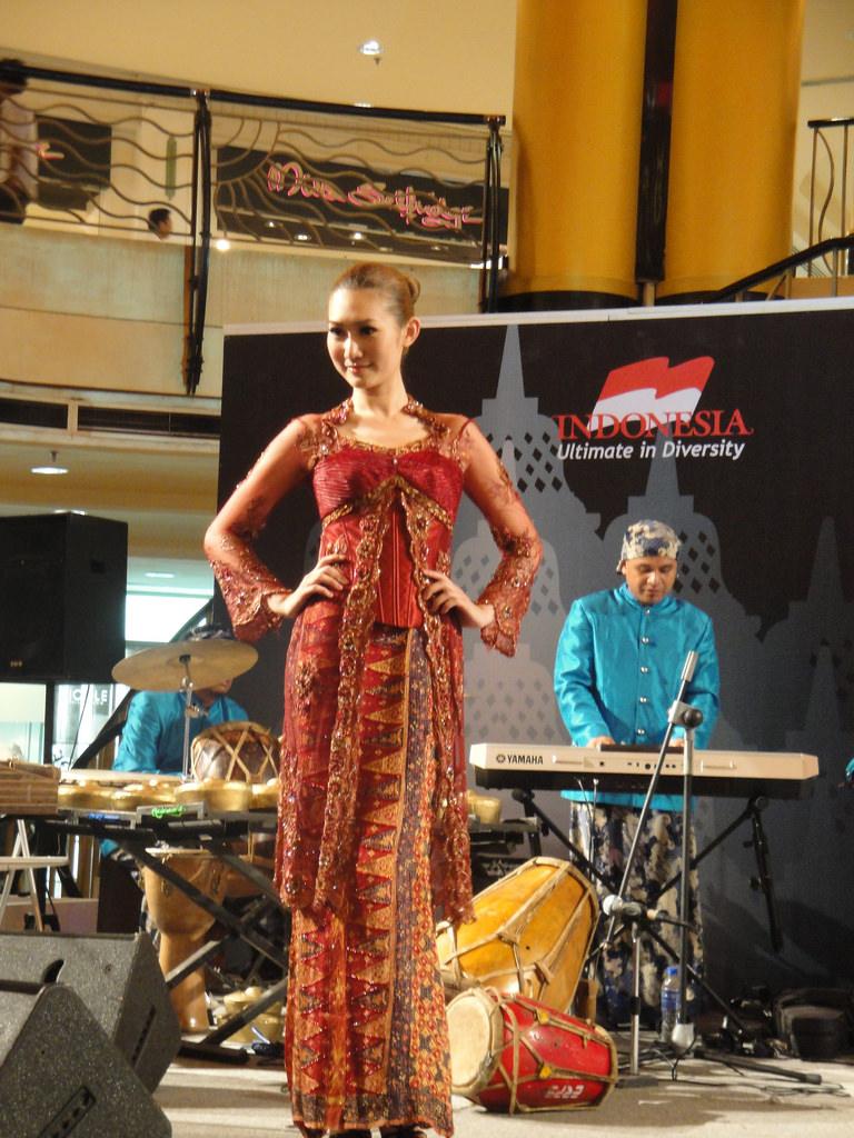 kebaya pakaian adat indonesia