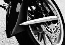 Berikut adalah tanda tanga kamu harus ganti minyak rem motor, jangan sampai terabaikan ya karena akan berakibat fatal ketika kamu berkendara