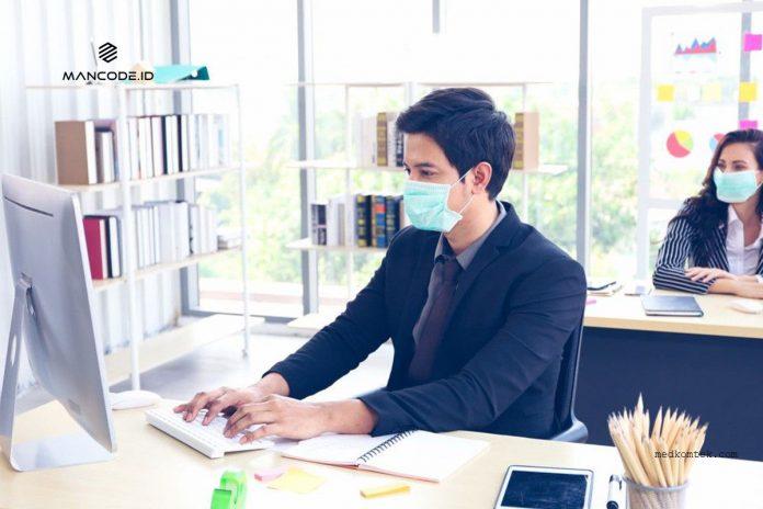 bekerja di kantor